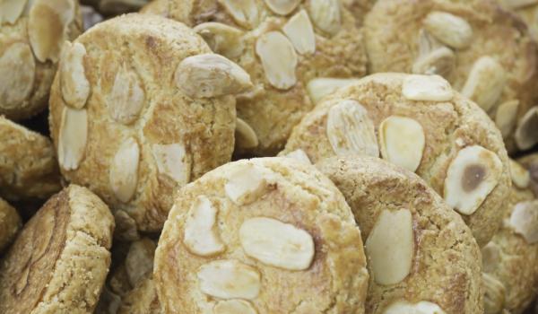 Ръжени бисквити с мед и ядки