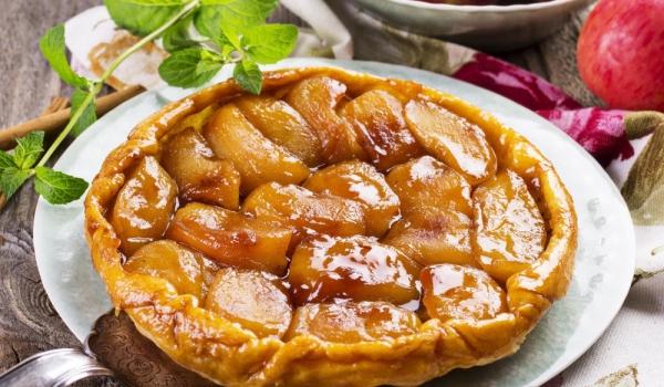 Френски ябълков сладкиш с карамел