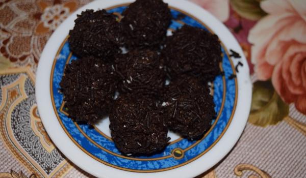 Шоколадови бонбони с орехи и бисквитки