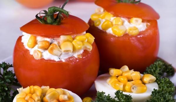 Пълнени домати с царевица
