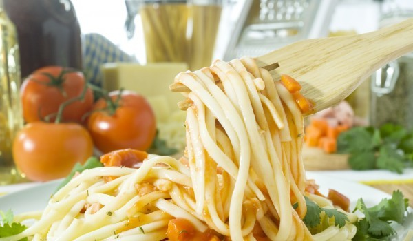 Спагети със сини домати