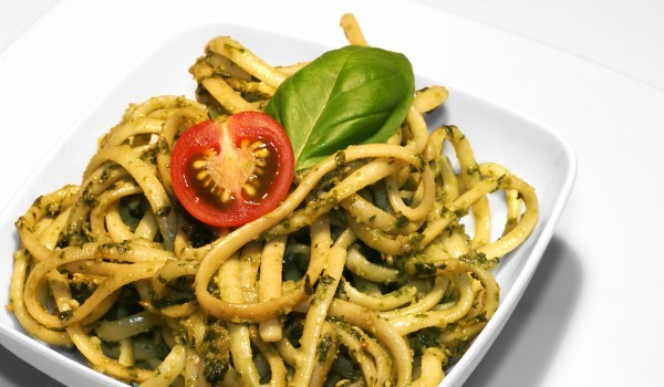 Спагети със спаначен сос