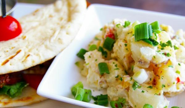Салата от картофи и сушени чушки
