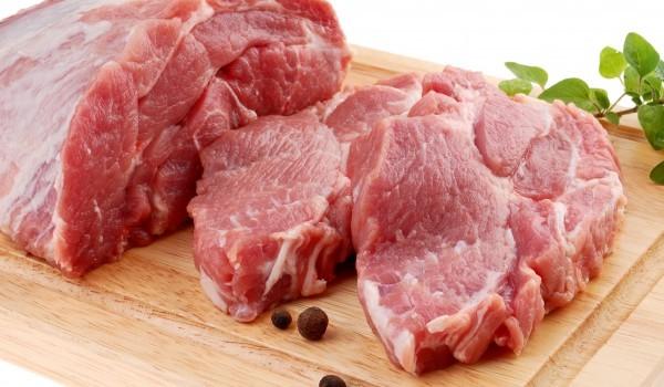 Свинско месо с червено цвекло