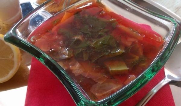 Гъбена супа с червено цвекло
