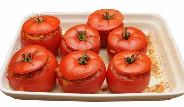 Пълнени домати с нахут и кайма