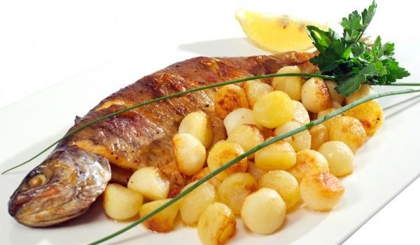 Риба с пресни картофи