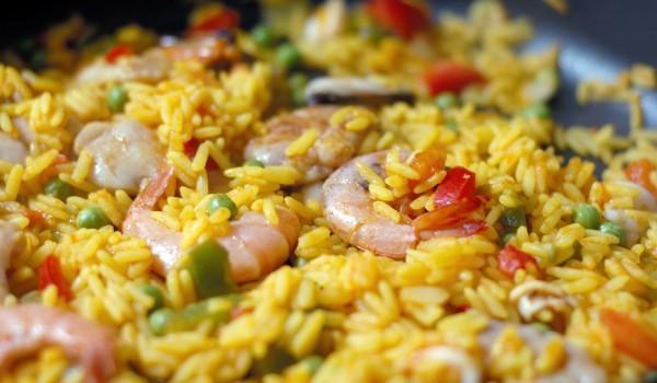 Пържен ориз с грах и скариди