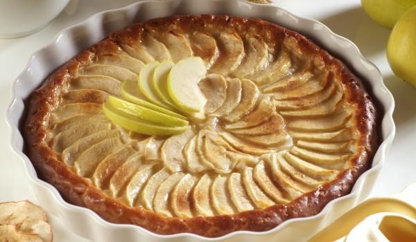Пай с ябълки и ананас