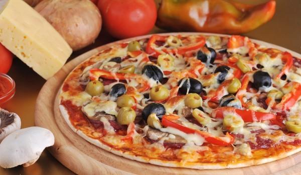 Пица с чушки и сирене