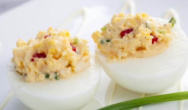 Пълнени яйца с шунка и кашкавал